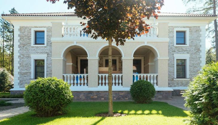 Фасадный декор из пенопласта с покрытием - прекрасная альтернатива классической лепнины